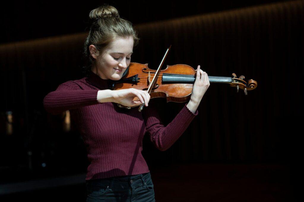 Noa Wildschut in the Orchesterhaus in Lucerne